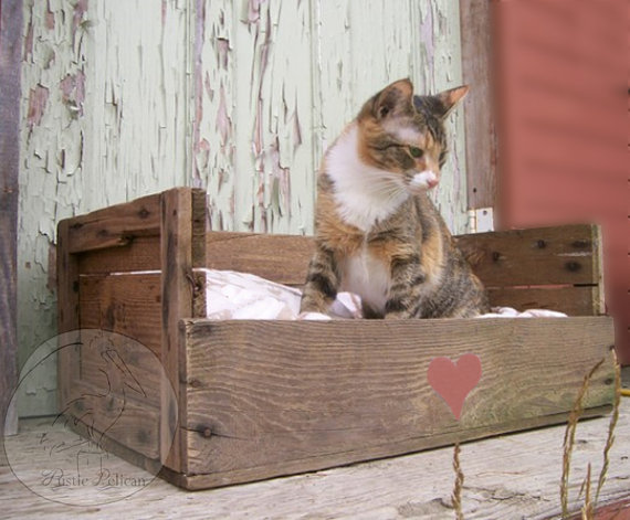Reclaimed Pallet Wood Pet Bed