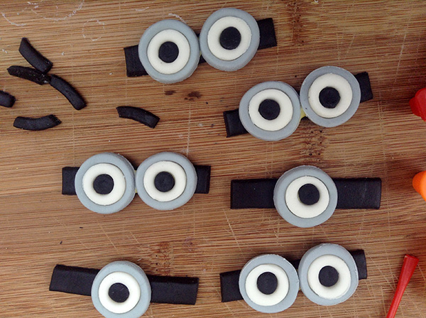 Fondant Minion Eyes And Eyeglasses